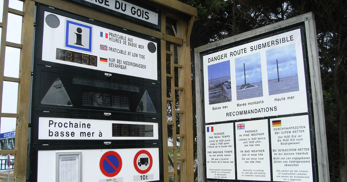 Warning signal at Passage du Gois. One of the most dangerous roads in the world
