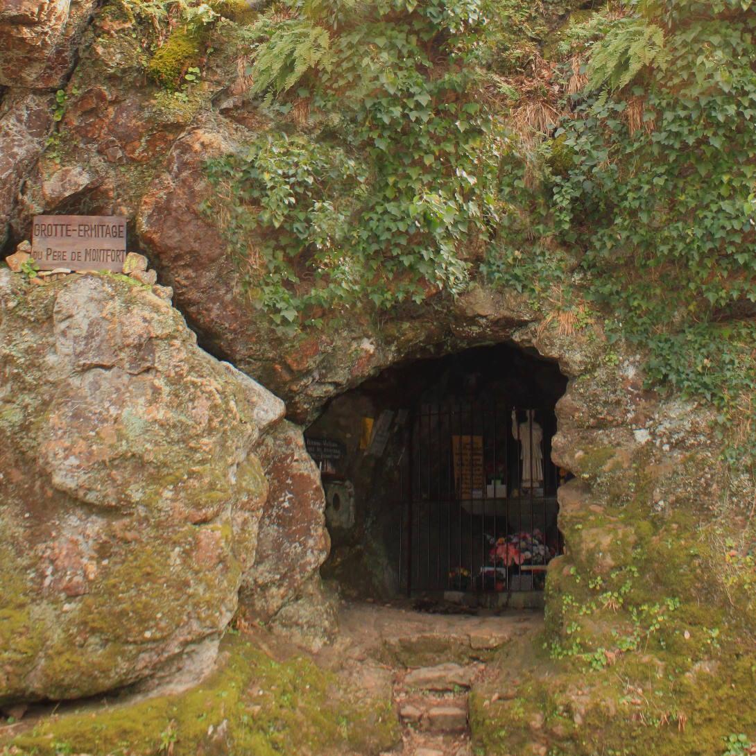 Grotto pere de montfort mervent forest vendee