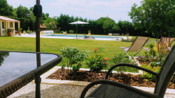 lilac cottage vakantiehuis met zwembad in Saint-Valerien in the Vendée, holiday cottage with pool